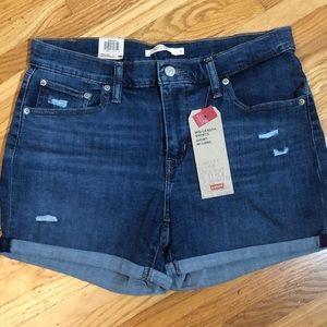 Levi's NWT Sz 32 Mid Length Shorts